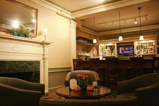 Middlebury Inn: Morgan's Tavern Sitting Area