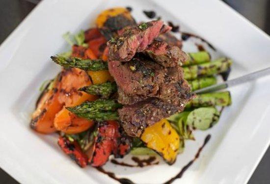 Broadway Inn Conference Center: Sirlion Steak Salad