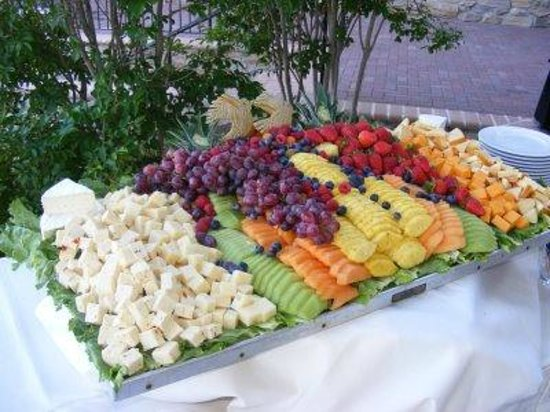Broadway Inn Conference Center : Fruit Display