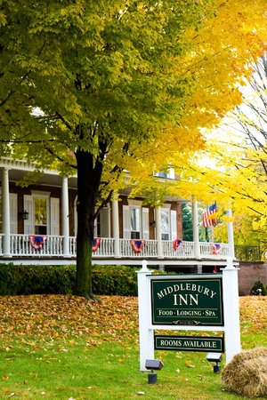 Middlebury Inn: Morgan's Tavern Veranda