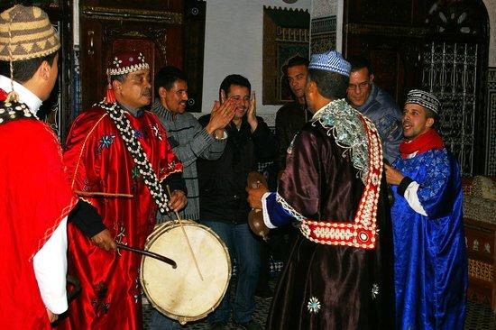 Riad Kettani: Fête du nouvel an riad avec les Gnawa