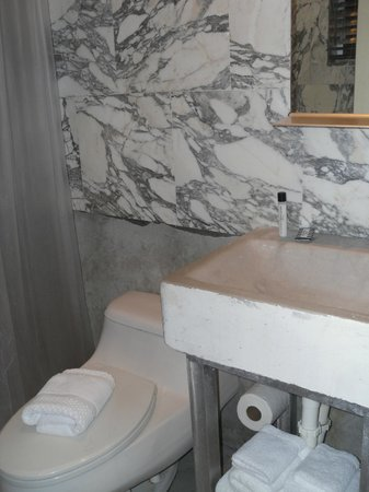 Chesterfield Hotel: Bathroom