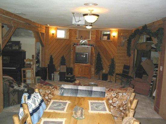 Prairie Creek Inn: Wrangler Room, large rec. area
