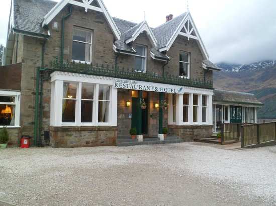 Letterfinlay Lodge Hotel: Front of hotel