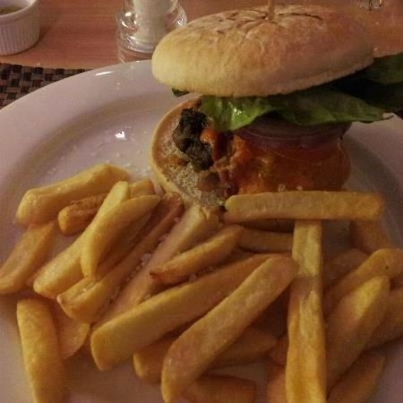 Radisson Blu Hotel, Manchester Airport: burger and chips