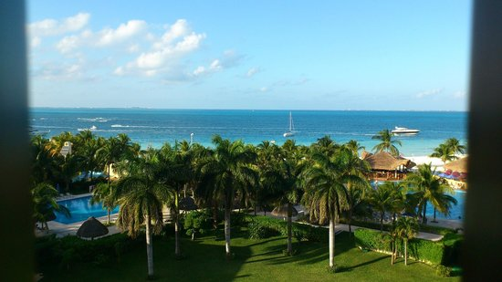 Presidente InterContinental Cancun Resort: View from our 5th floor room 520. Worth paying extra for Ocean view.