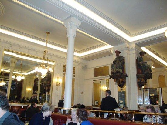 Cafe Les Deux Magots: el interior