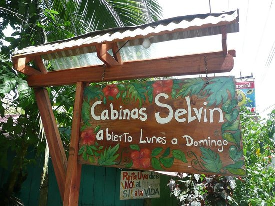 Selvin's Cabinas : Look for that sign on the road if you go there