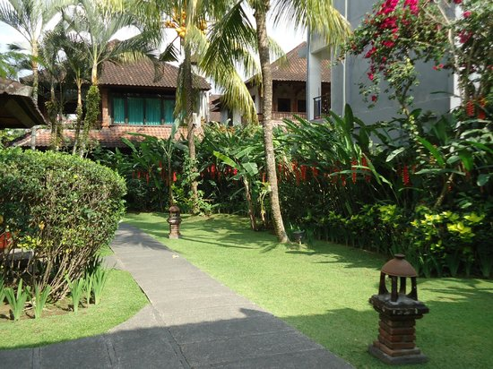 Sri Bungalows: Grounds