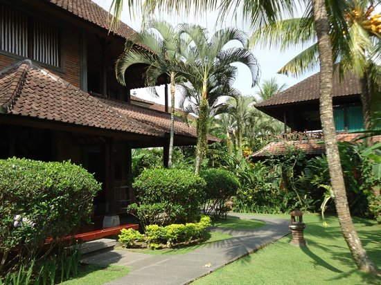 Sri Bungalows: Outside view