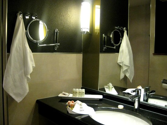 Fabian Hotel: Bathroom