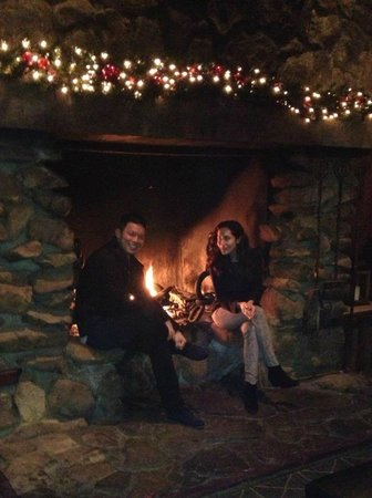 Timber Cove Inn: Huge fireplace!