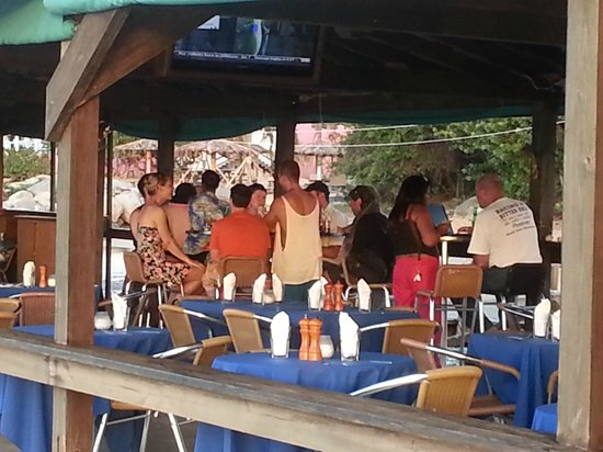 Mermaid's Dockside Bar & Grill: COOLING OUT WITH FRIENDS