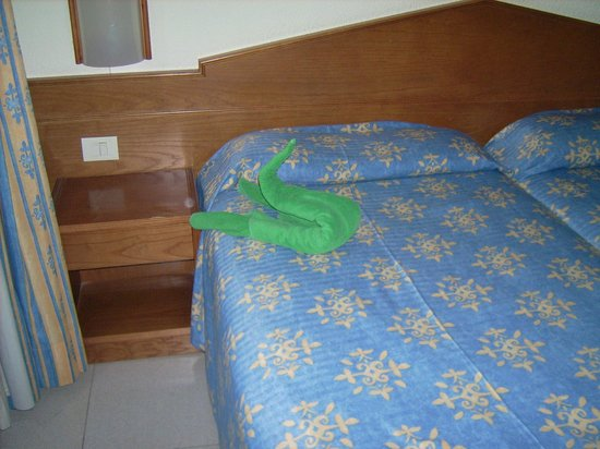 Aparthotel Parque de la Paz: our swan towels... on arrival nice touch