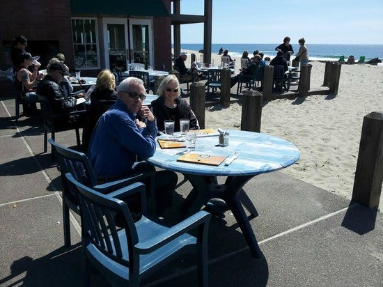 Pelican Pub & Brewery: Lunch on the Patio