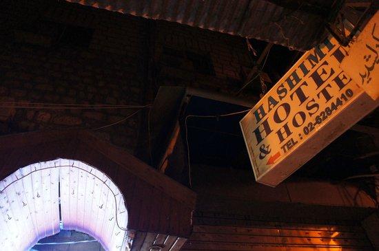 Hashimi Hotel: 看板
