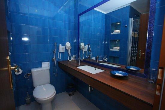 Art Hotel Nirvana Dark Blue Bathroom