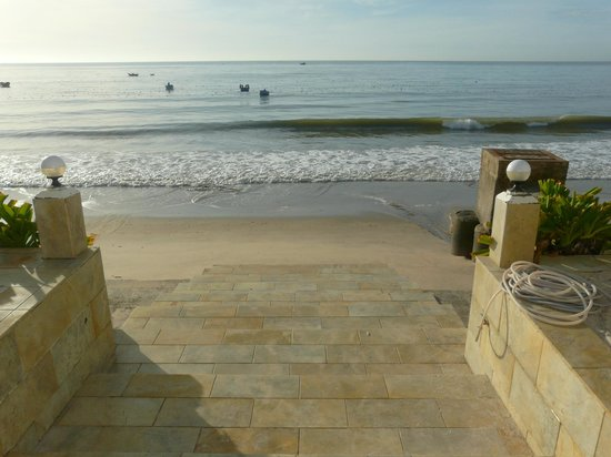 Shades Resort: steps to beach am