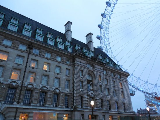 Premier Inn London County Hall Hotel: London Eye right next door