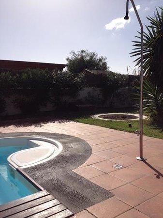Villas Las Arecas Club: pool and shower