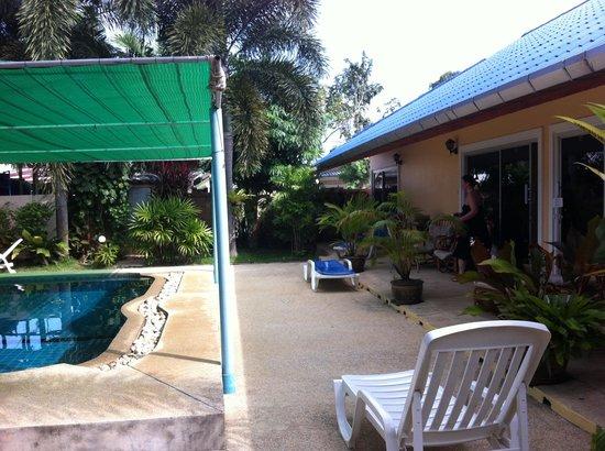 Udom Bungalow: La terrasse jardin