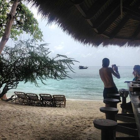 Haadtien Beach Resort: BEACH BAR!!
