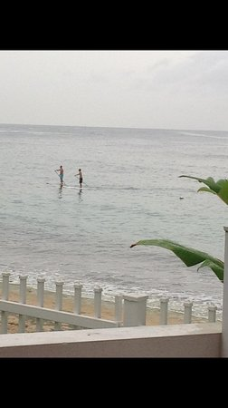 Villa Tropical Oceanfront Apartments on Shacks Beach: Paddle surfers
