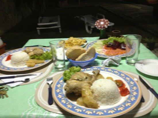 Casa Julia Fuentes Rosales : yummy dins cooked by Julia's friend Celia