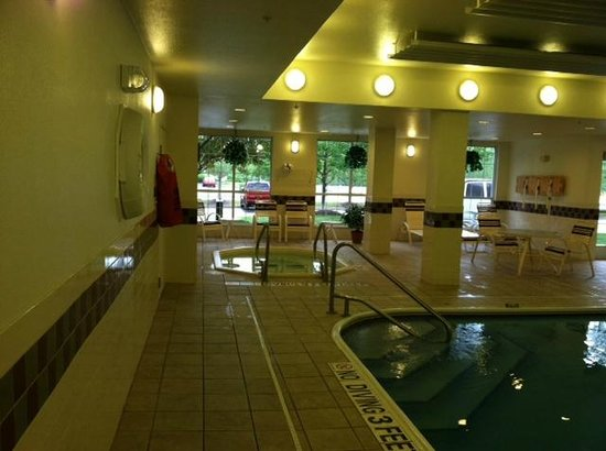 Homewood Suites by Hilton Erie: Another view of the nice, clean pool area/jacuzzi