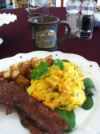 The Speckled Hen Inn Bed & Breakfast: The breakfast was exceptional and loved the Speckled Hen mugs!