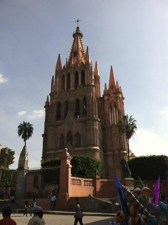 El Jardin: La Parroquia ~ The World Famous Church of San Miguel de Allende