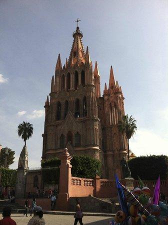 La parroquia the world famous church of san miguel de for Jardin san miguel de allende