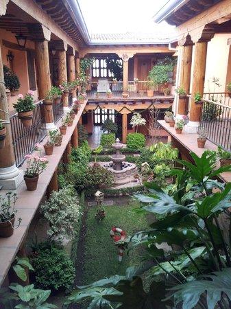 Hotel Pueblo Magico: Colonial courtyard