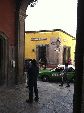 El Jardin: San Miguel de Allende's Starbucks