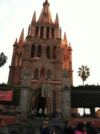 El Jardín de San Miguel de Allende: An architectural enigma ~ La Parroquia de San Miguel de Allende