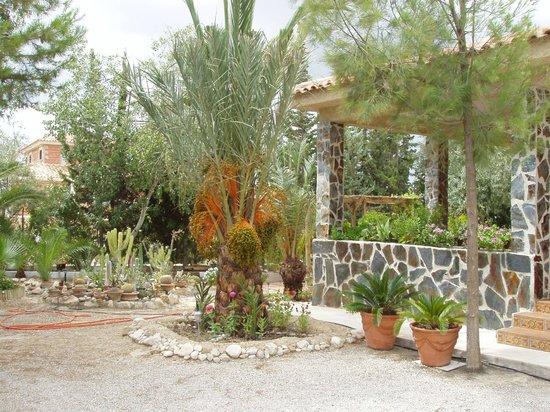 Jardines fotograf a de casa rural mi campo fenazar - Ver jardines de casas ...
