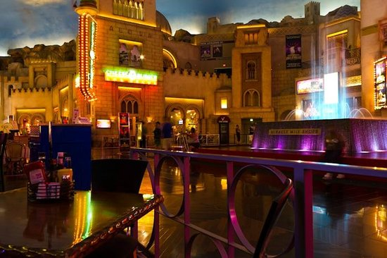 Planet Hollywood Resort & Casino: eating at Miracle mile
