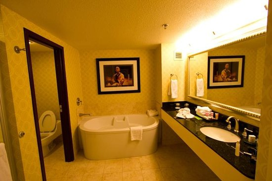 Planet Hollywood Resort & Casino: bath in new upgraded room