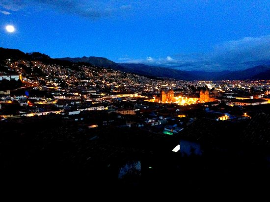 ‪‪LOKI Cusco‬: view from the room during night
