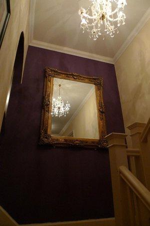 Hotel de Vie: landing mirror