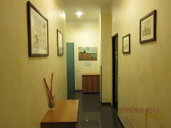 Lombardi Hotel: hallway