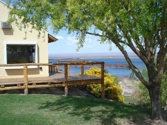 Cabañas Los Acantilados: Lateral de la cabaña