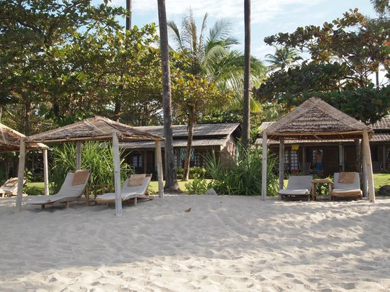 The Palm Beach Resort: Huts viewed from the beach