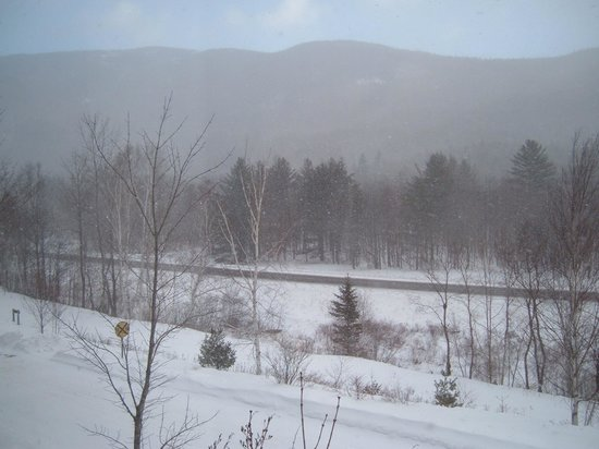 The Notchland Inn: The snowy view of the notch from the Crawford Room