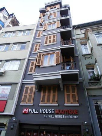 Fullhouse Boutique Residence: l hotel dalla strada