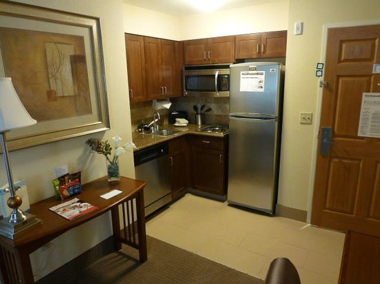 Staybridge Suites Reno Nevada: Kitchen