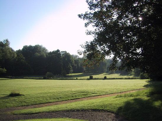 Mons-en-Laonnois, Frankrijk: le parc depuis la terrasse