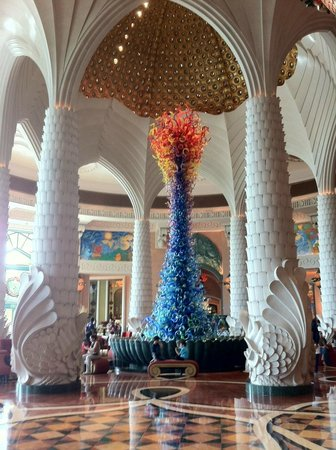 Atlantis, The Palm: Crystal Christimas tree in the lobby
