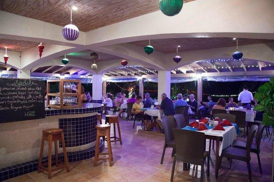 SunBreeze Hotel : Open Air Seafront Restaurant & Bar