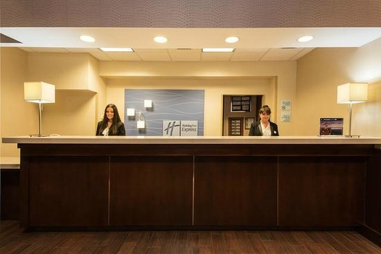 Holiday Inn Express Hotel & Suites Tampa Northwest - Oldsmar: Friendly hotel staff